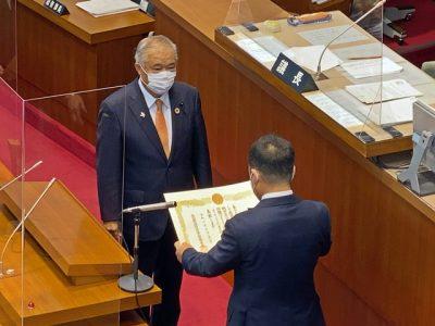 県議会議員の永年勤続表彰の伝達(写真付)