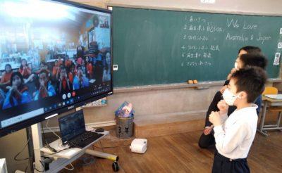 紀の川市の麻生津小学校でICTを活用して海外の小学校と交流(写真付)