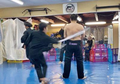 ブラジリアン柔術・昇格者に手荒い「帯たたき」の祝福(動画・写真付)