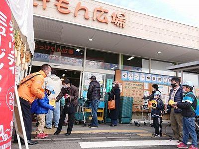 【Мソン】街頭募金活動やオークション(写真付)