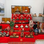 海南駅構内でひな人形展示(写真付)