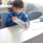 親子で防災学習「液状化現象」を体験(写真付)