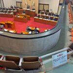 和歌山県議会・転落防止で傍聴席最前列の使用を禁止に