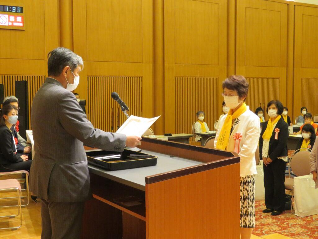 県交通安全母の会総会 功労者に感謝状贈呈
