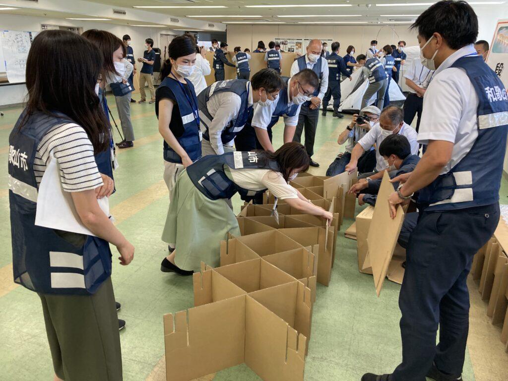 避難所運営物品の組立て・設営訓練の実施