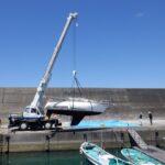 県・日置港に放置のヨットを行政代執行で撤去