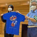 紀陽銀行ハートビーツに交通安全標語Tシャツ贈呈