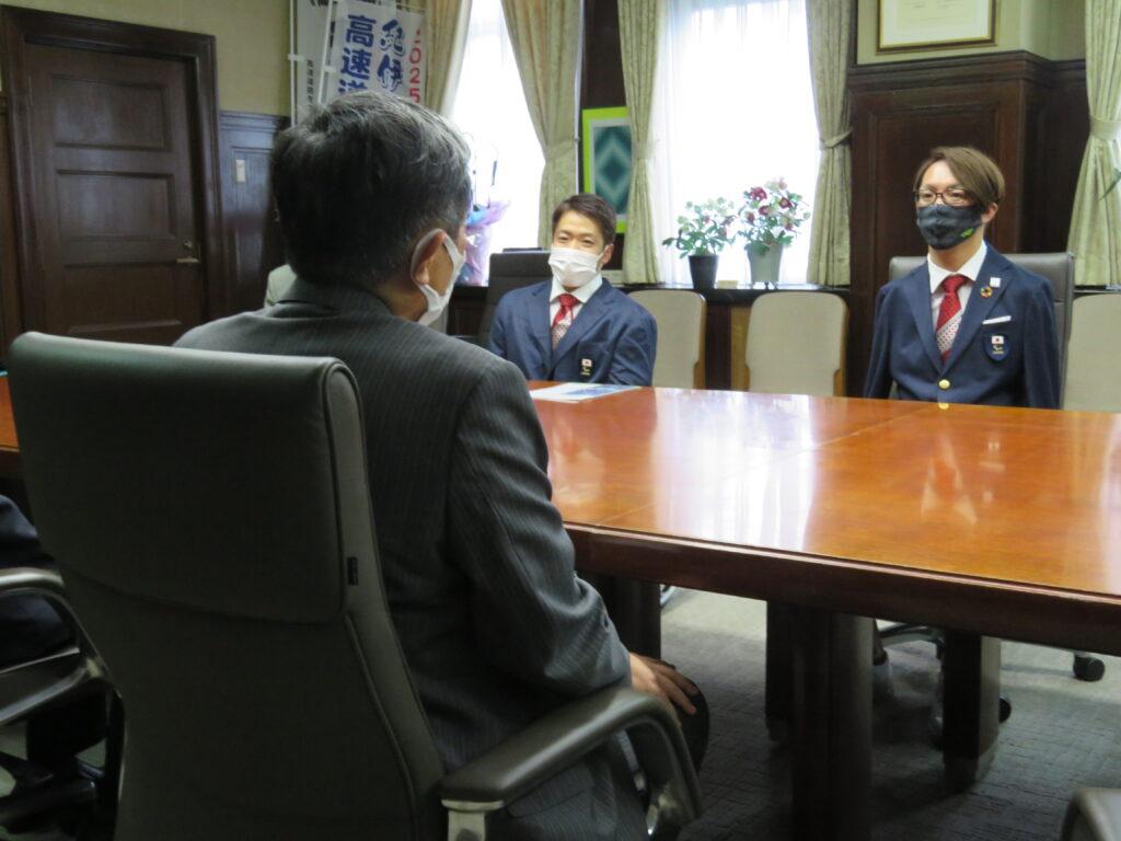 中村選手「パリ目指す」パラリンピアン2人、県庁訪問